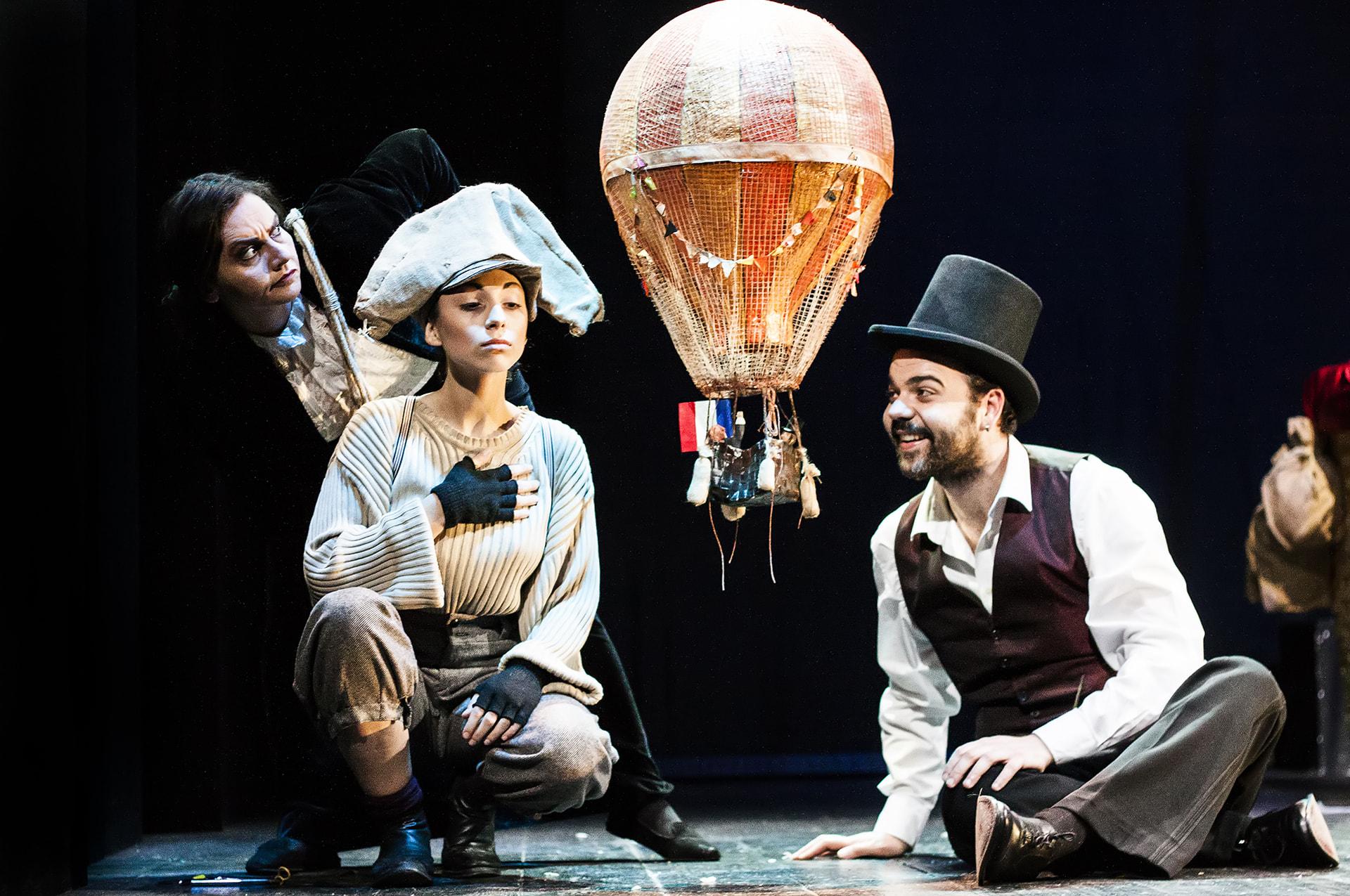 "Foto di scena 2 ""Dramma nell'aria da Jules Verne"""